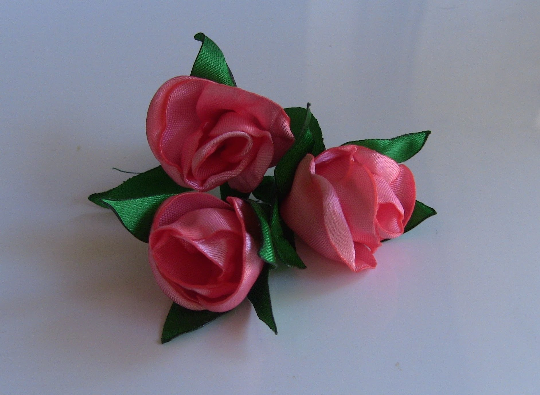 HOW TO MAKE ROLLED RIBBON ROSES - Botoes de rosas - Passo a Passo