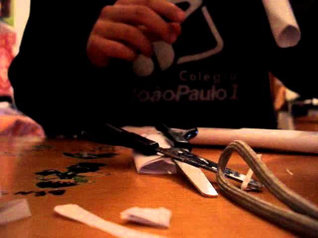 Como fazer uma pistola de papel  how to make a paper pistol - part 2