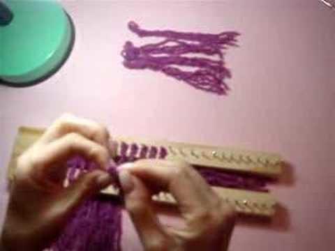 Passo 1: Colocação das franjas no tear de pregos