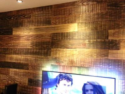 Painel com madeira de obra finalizado