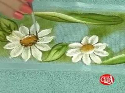 Lucimar Madeira ensina a pintar um tulipa e uma margarida  em uma toalha Bloco 03.flv