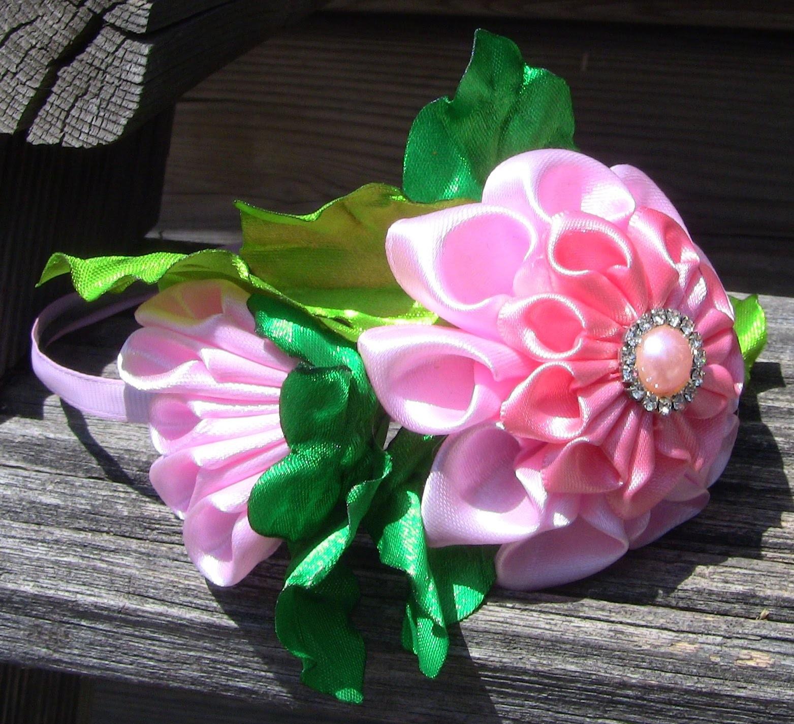Gigolé com rosas em cetim com botao  Passo a Passo-HOW TO MAKE ROLLED RIBBON ROSES- fabric flowers