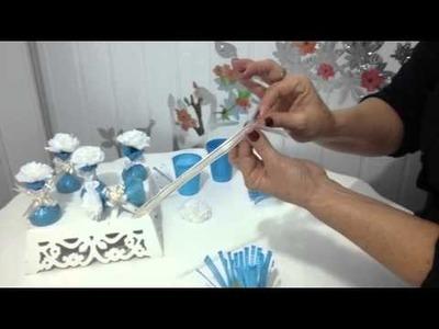 Aula 31 - Como fazer lembrancinhas com flores de papel crepom, bombons e copos descartáveis