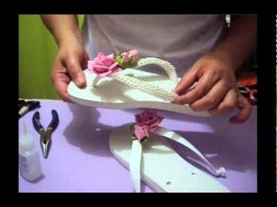 Aplique de flor em E.V.A e pérolas em chinelos