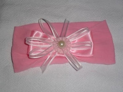 Passo a passo de tiara de meia de seda com laço para criança.