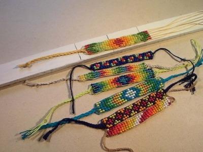 Braceletes e pulseiras de miçangas no tear