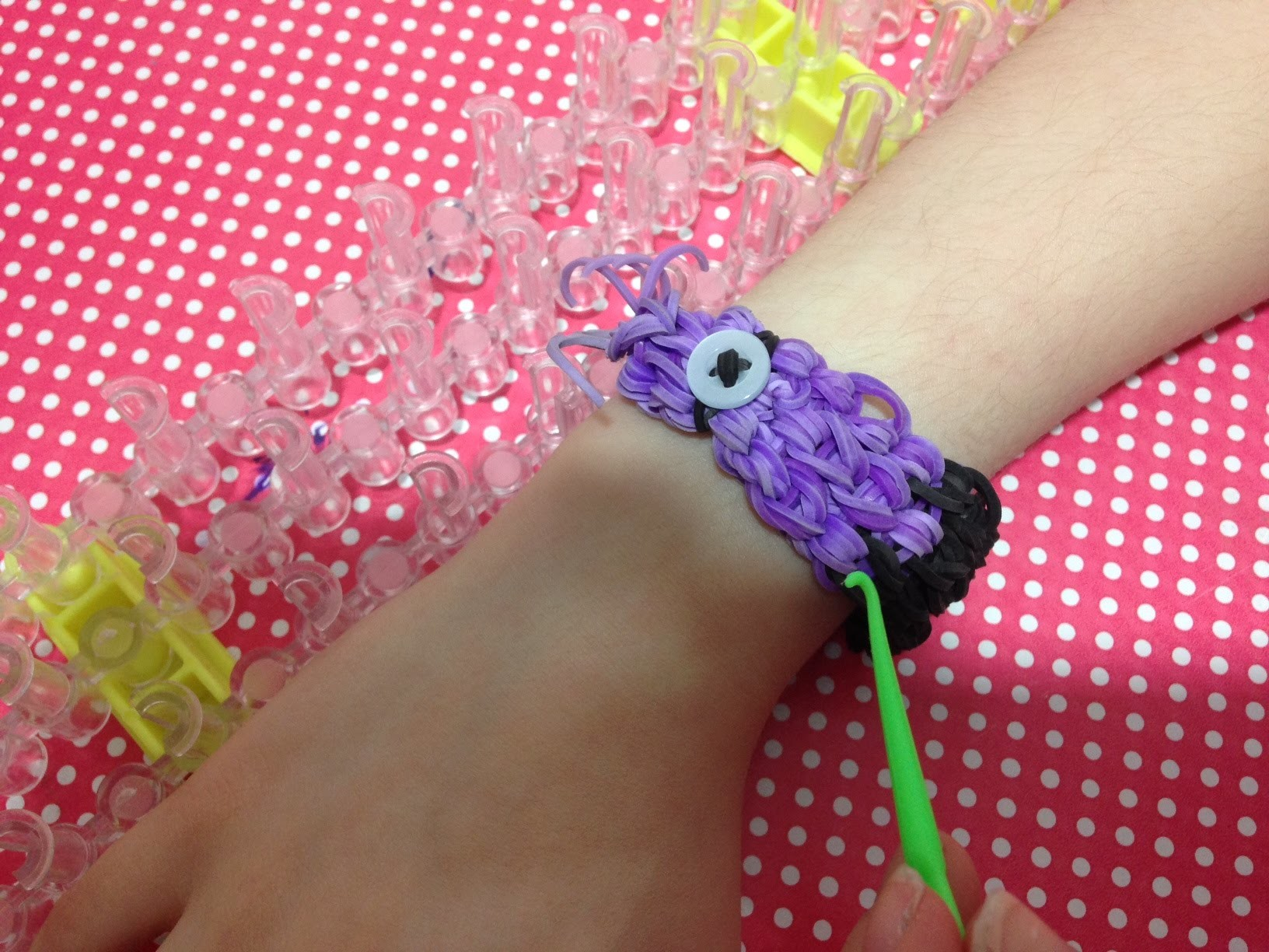 Tutorial: Pulseira Minion do Mal Rainbow Loom com Tear