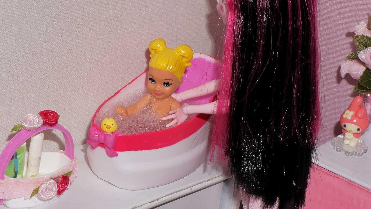 Como fazer banheira do bebê de boneca Barbie, Monster High, etc (e pra Polly, + cabide)