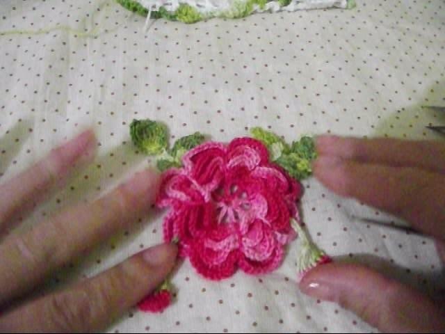 Flor com folhas de croche para aplique parte final