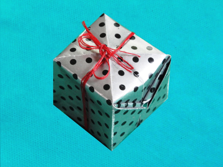 Pacote de Presente de Origami para Enfeitar