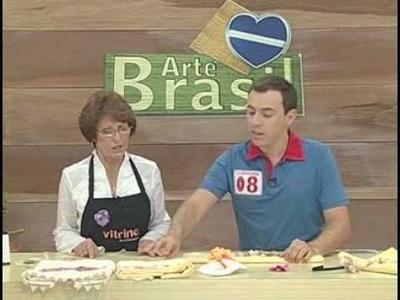 ARTE BRASIL -- ZILDA MATEUS -- TOALHA COM FLOR DE RENDA (11.02.2011 - Parte 1 de 2)