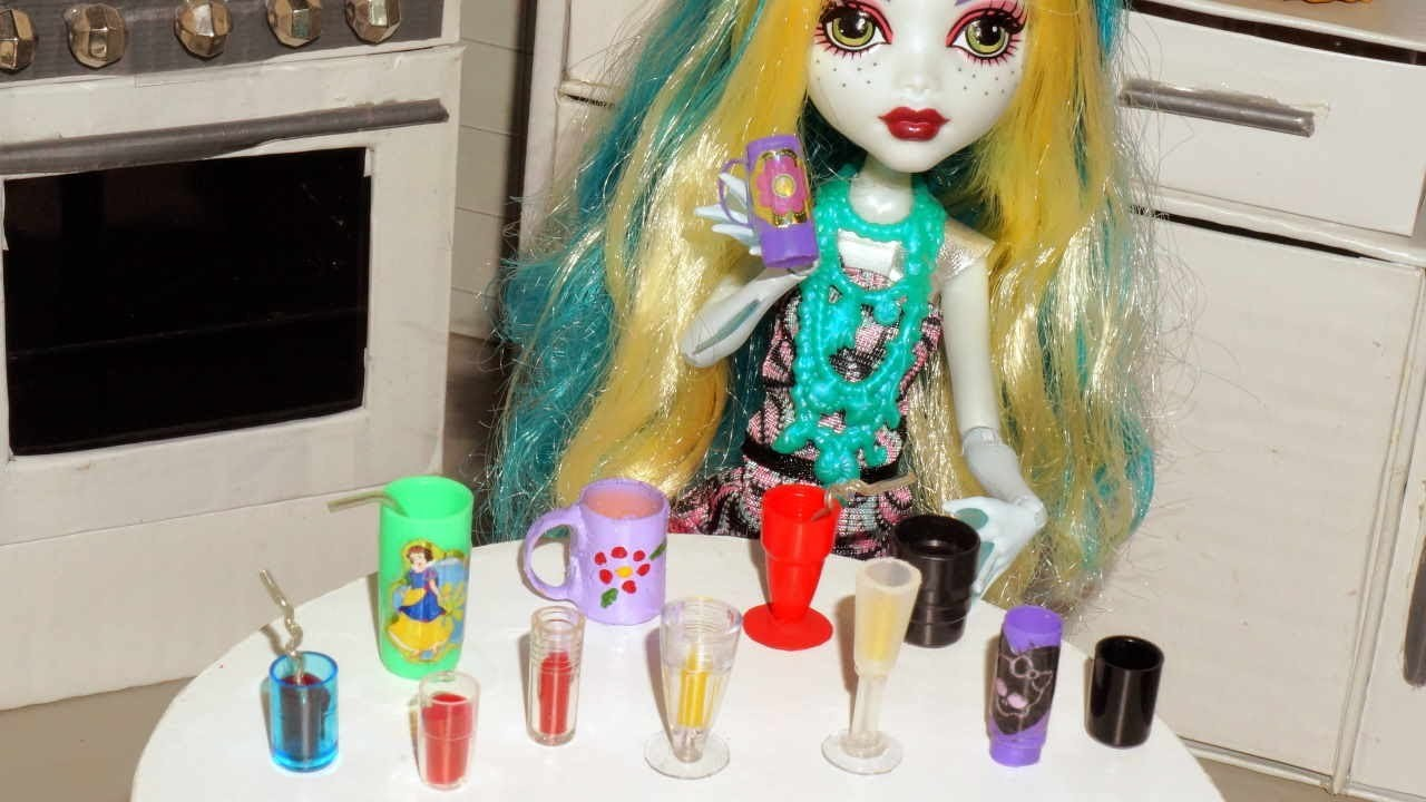 Como fazer copos, canecas e taças para boneca Monster High, Barbie, etc