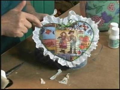 26.07.09 - Caixa coração com estofamento de guardanapo