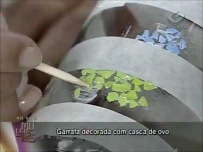 Mosaico com cascas de ovos no Programa Mulheres