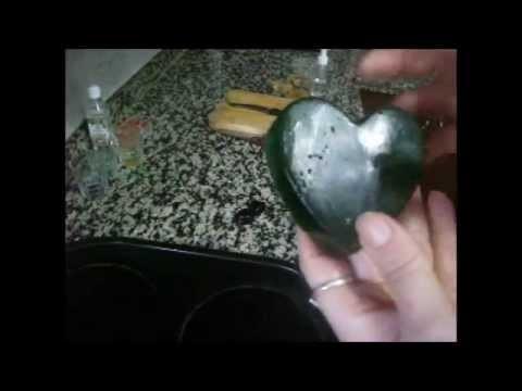Manualidades sabonete de glicerina em forma de coraçao.