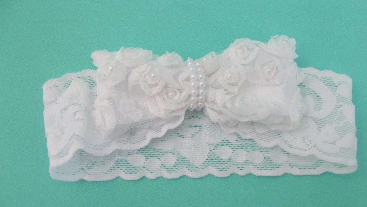 Faça você mesma: tiara de renda com  laço de flores para bebê