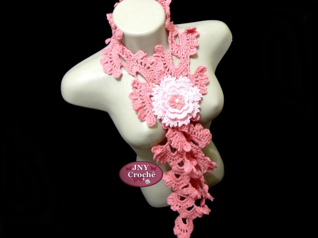 """Cachecol de crochê """"Frufru"""" com broche de flor Gardênia JNY Crochê"""