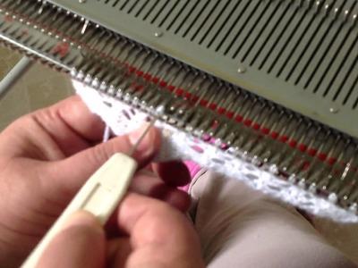 Como fazer ponto rendado com transportador em máquina de tricô