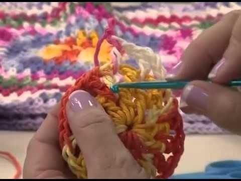 Vitória Quintal ensina almofada em crochê