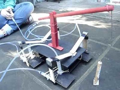 O Bicho que Anda (Robô Hidráulico) - Projeto de Física
