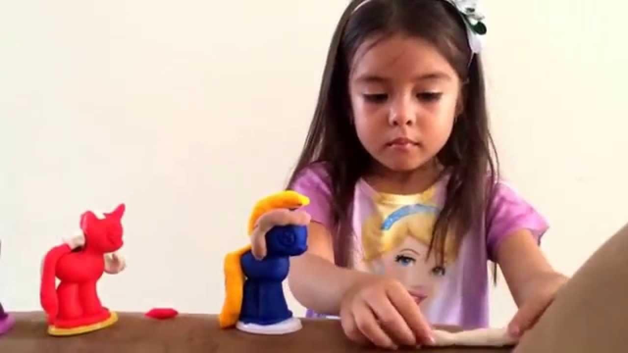 Fio y sus manualidades playdoll pony