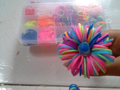 Como fazer enfeite para lápis, canetas e afins com elásticos Rainbow Loom #VEDA 4 DE NOVEMBRO