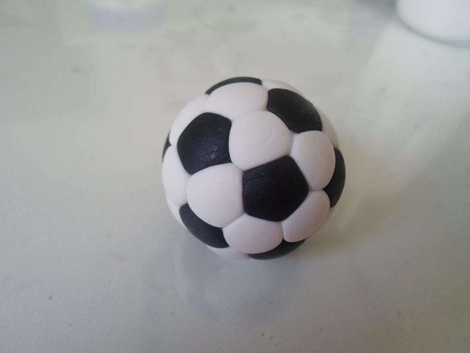 Aula bola de futebol em biscuit