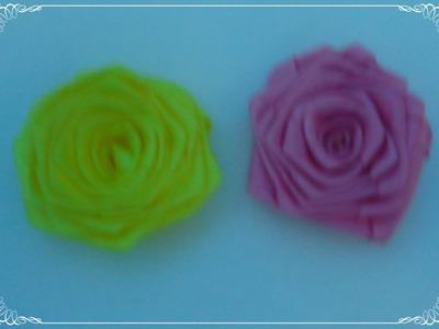 Flor de fita dobrada