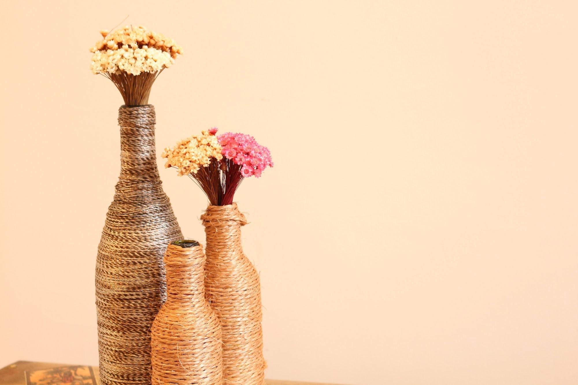 DIY - Faça você mesmo - Garrafas decorativas enroladas com linha