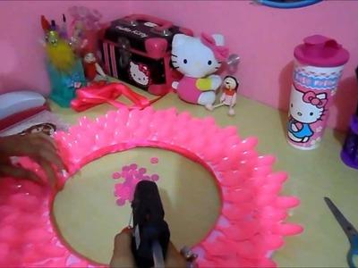 DIY Espelho decorado com colheres descartáveis