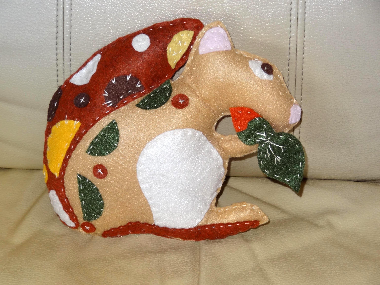 Boneco esquilo em feltro - Maria Adna Ateliê - Cursos e aulas de artesanato  no ateliê