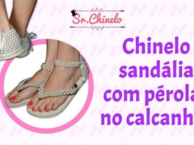 Sandália com pérolas no calcanhar