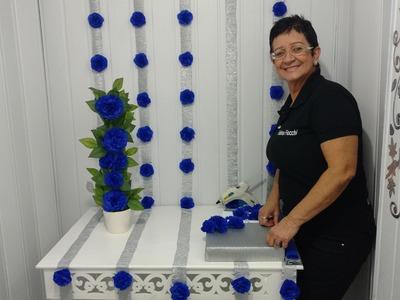 Aula 42 - Como fazer um painel com flores de papel crepom