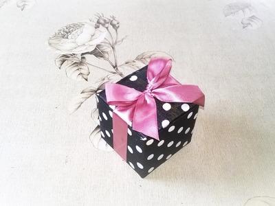 Caixinha de presente feita com caixa de suco ou leite