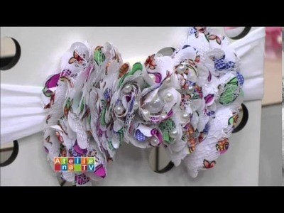 Tiaras com laço em camadas e flores repolhudas