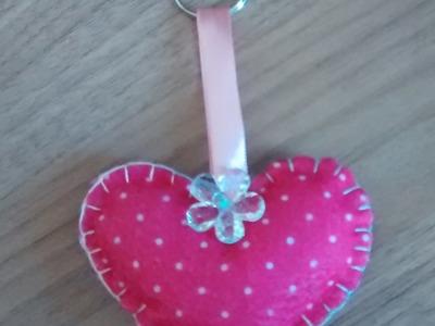 Chaveiro de feltro formato coração