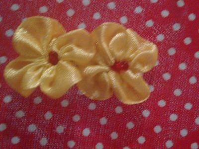 Mini flor de cetim