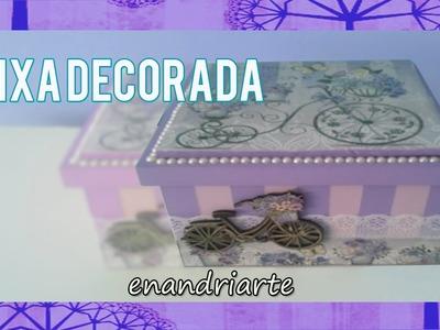 Caixa em MDF decorada com listras, perolas, renda e aplique