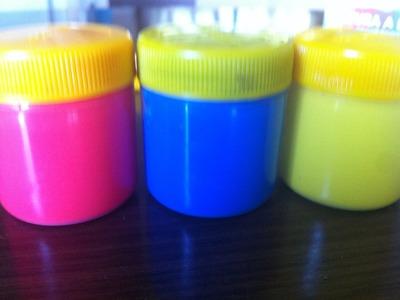 Misturando as Cores Vermelha, Amarela e Azul com Tinta Guache