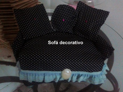 Sofá decorativo feito com caixa de leite -ஜ ஒ ண இ ٩(-̮̮̃-̃)۶ ♈♌