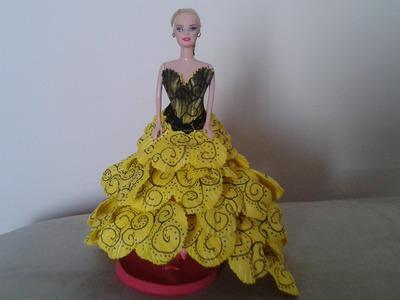 Barbie com o vestido amarelo de e v a