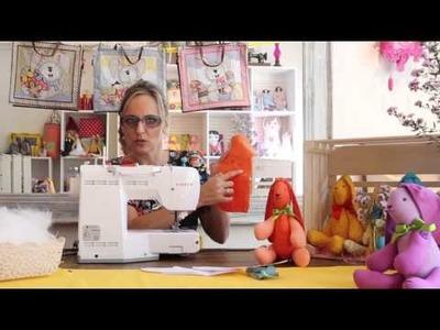 Aprenda a fazer um coelho de tecido com a artesã Lu Gastal