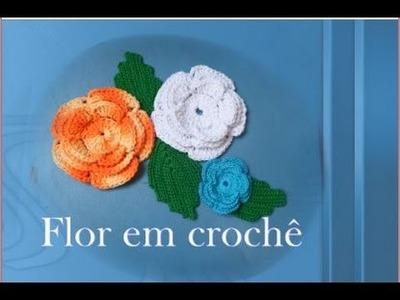 Flor em crochê com 3 camada de petala para aplique