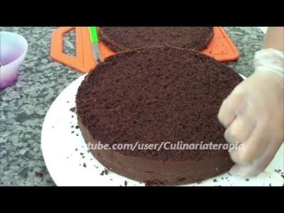Pão de ló de chocolate. Excelente para tortas e belos bolos decorados.