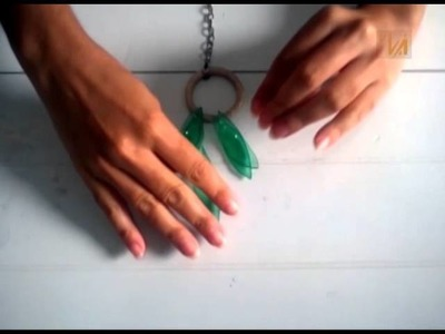 Quer saber como fazer um colar utilizando garrafa Pet?