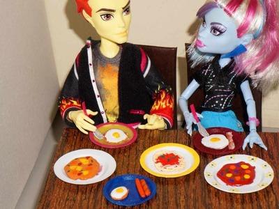 Como fazer comida (macarrão, salsicha, bacon e ovo) para boneca Monster High, Barbie, etc