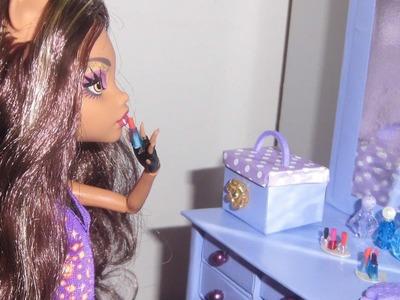 Como fazer porta jóias ou caixa de maquiagem para boneca Monster High, Barbie e etc