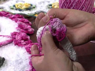 Mulher.com 28.02.2013 - Maria José - Tapete com flor Parte 4