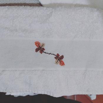 Toalha de Rosto Folhas Secas