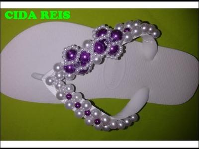 Chinelo bordado com pérolas flor violeta